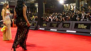 Átlátszó ruha miatt kerülhet börtönbe egy egyiptomi színésznő