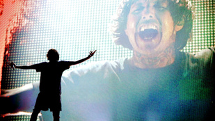 Meghalt egy néző egy rockegyüttes londoni koncertjén