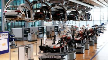 Kevesebb ember, hazai gyártás – így készül a nagyüzemi villanyautózásra a Volkswagen