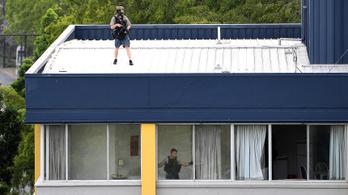 Két fegyveres lövöldözött Brisbane központjában, majd elbarikádozta magát