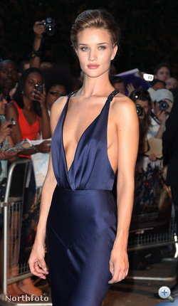 Rosie Huntington-Whiteley a Transformers 3 június 26-i, londoni premierjén