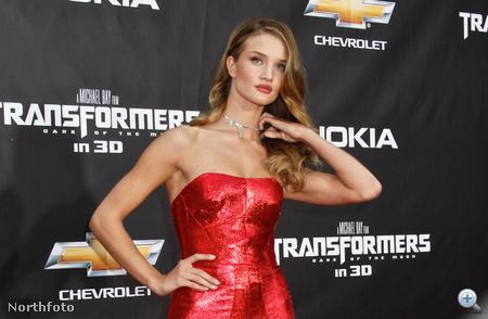 Rosie Huntington-Whiteley a Transformers 3 New York-i premierjén június 28-án