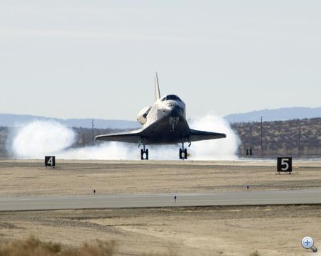 2009. november 30. A 16 napos STS-126-os küldetésről visszatérő Endeavour.