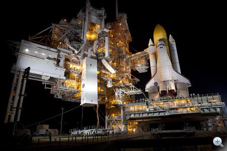 2011. június 16. Beemelik a Raffaello-modult a rakománytartó toronyba, hogy aztán onnan az űrsikló csomagterébe kerüljün az ISS-re szánt szállítmány.