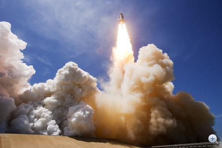 2010. május 14. Utolsó előtti útjára indul az Atlantis a Kennedy-űrközpontból. A küldetés során három karbantartó jellegű űrsétát tettek az űrhajósok, a Nemzetközi Űrállomás egyes külső alkarészeit kicserélték.