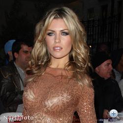 Abbey Clancy, modell és Steven Gerrard neje. Egyre nagyobb mellekkel.