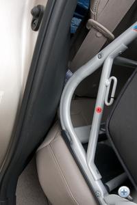 Az utast nem zavarják a betüremkedő burkolatik, az ülés felfekvését akadályozhatják