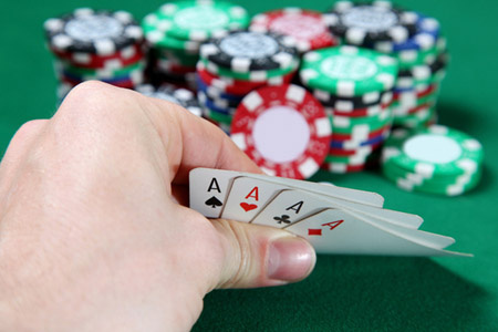 52 lapból a kézbe osztott póker esélye 0,024%. A mi hirdetéseink átkattintási rátája 0,03% volt.