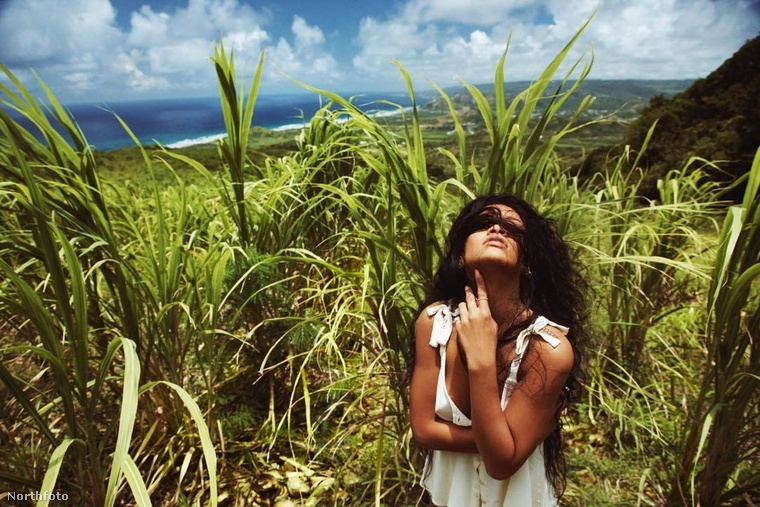 Ja, szorri, ez nem is promófotó, ezzel Rihanna hazája, Barbados függetlenségének 52