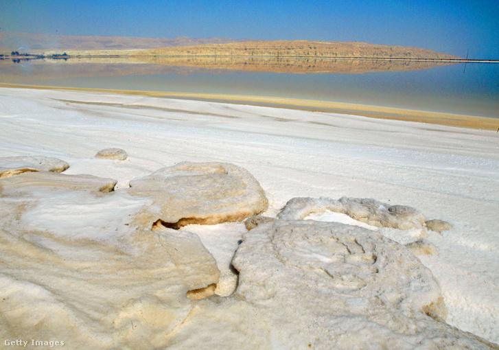 Sókirakódás a Holt-tengernél