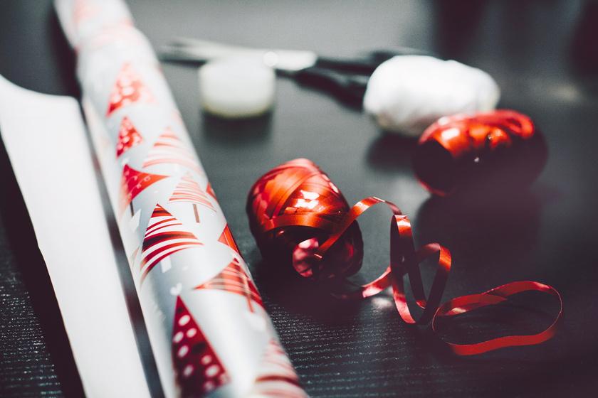 Hogyan úszd meg a karácsonyt csomagolópapír nélkül? Filléres ötletek, hogy ne kelljen venni