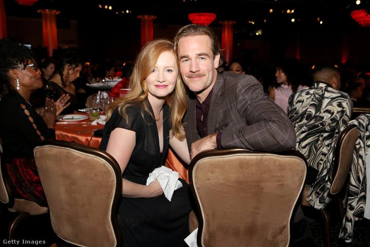 A színész itt a feleségével látható, akit Kimberly Brooknak hívnak