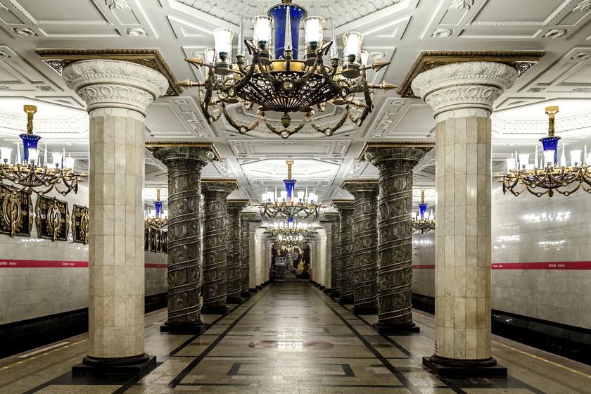 A szentpétervári 1-es metró Avtovo állomása márványoszlopaival és neoklasszicista mennyezetével ejti ámulatba a turistákat. Nem véletlen, hogy The Guardian 2014-ben a világ legszebb metróállomásának választotta.