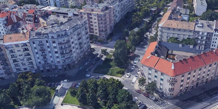 A leendő Ottlik kert Újbudán. Elől a Kosztolányi Dezső tér, hátrébb az egykori Bukarest úti buszforduló a Tranzit Art Caféval