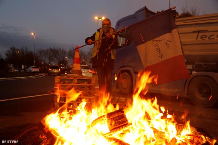 Tüntető december 4-én az A2 autópályán