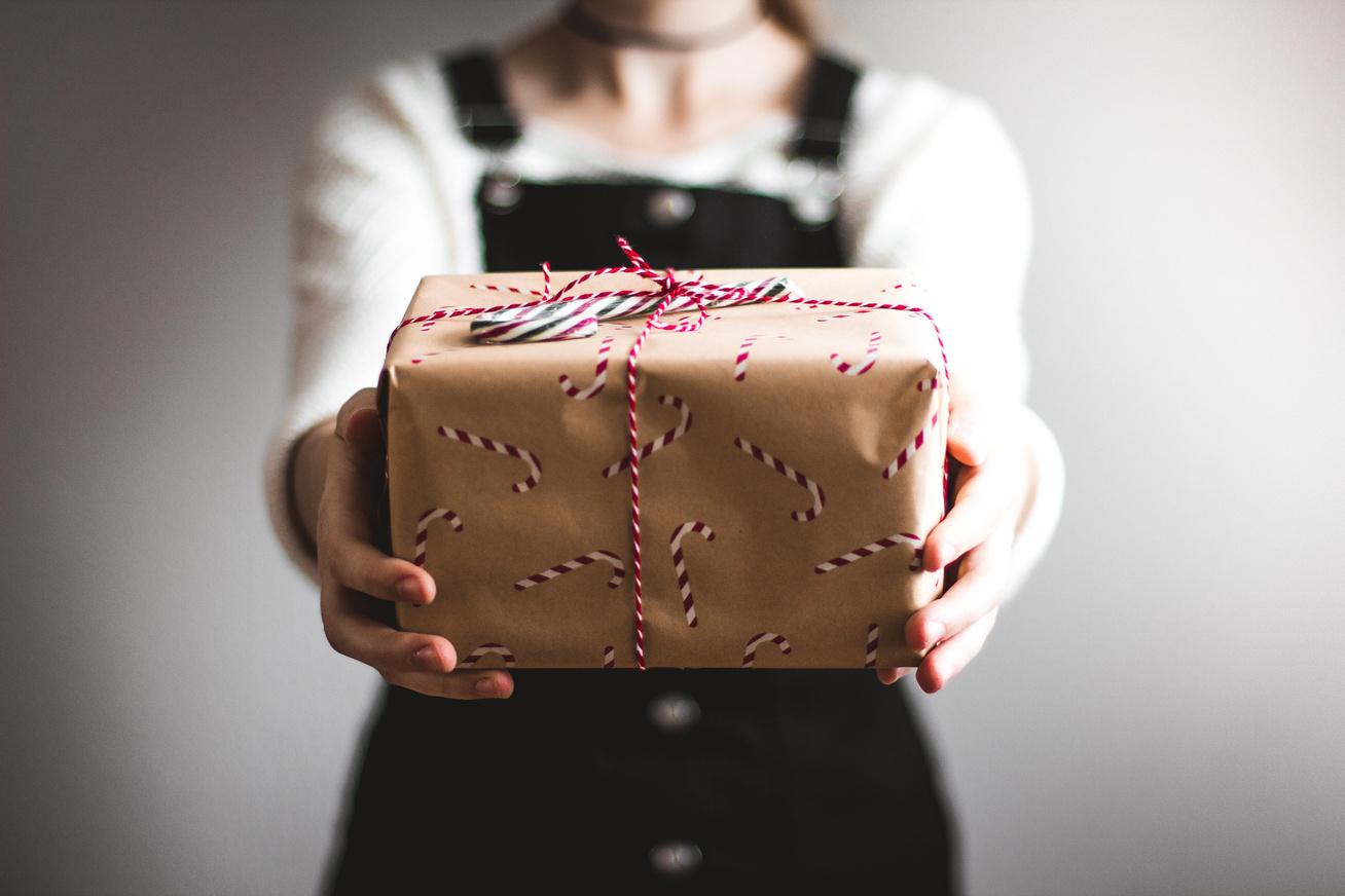 meglepetés ajándék karácsony