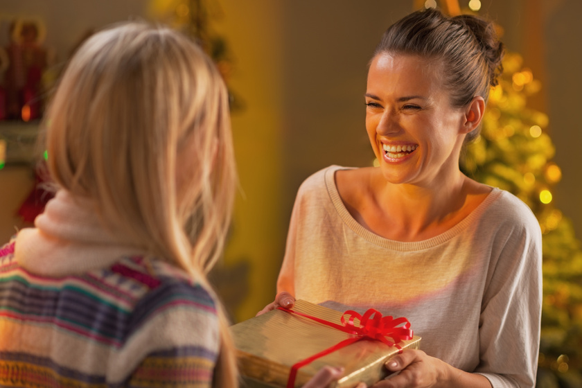 barátnők ajándék karácsony meglepetés