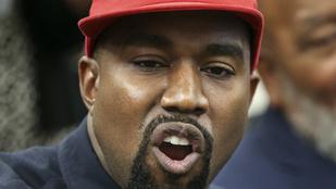 Kanye West elment egy színházba, de végig a telefonját nyomkodta, be is szóltak neki