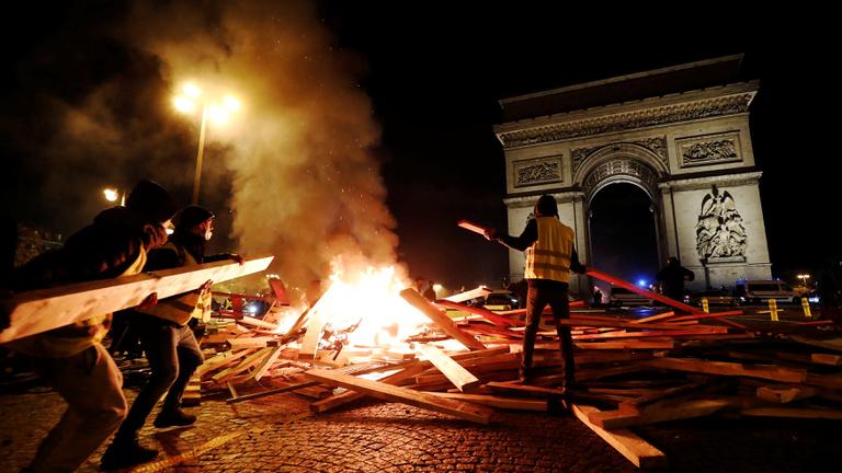 Macron nem akar lefejezett királlyá válni