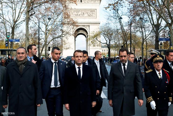 Emmanuel Macron a Diadalívnél, Párizsban 2018. december 3-án