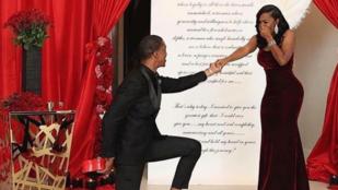 Hat gyűrűvel kérte meg a barátnője kezét, hogy annak ne legyen mersze nemet mondani