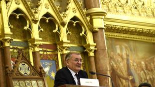 Az ellenzék közösen kéri Lezsák Sándor kizárását a túlóravitáról