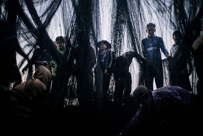 Thaiföld a világ harmadik legnagyobb tengeriállat-exportőre. A burmai menekültekben az olcsó munkaerőt látják.