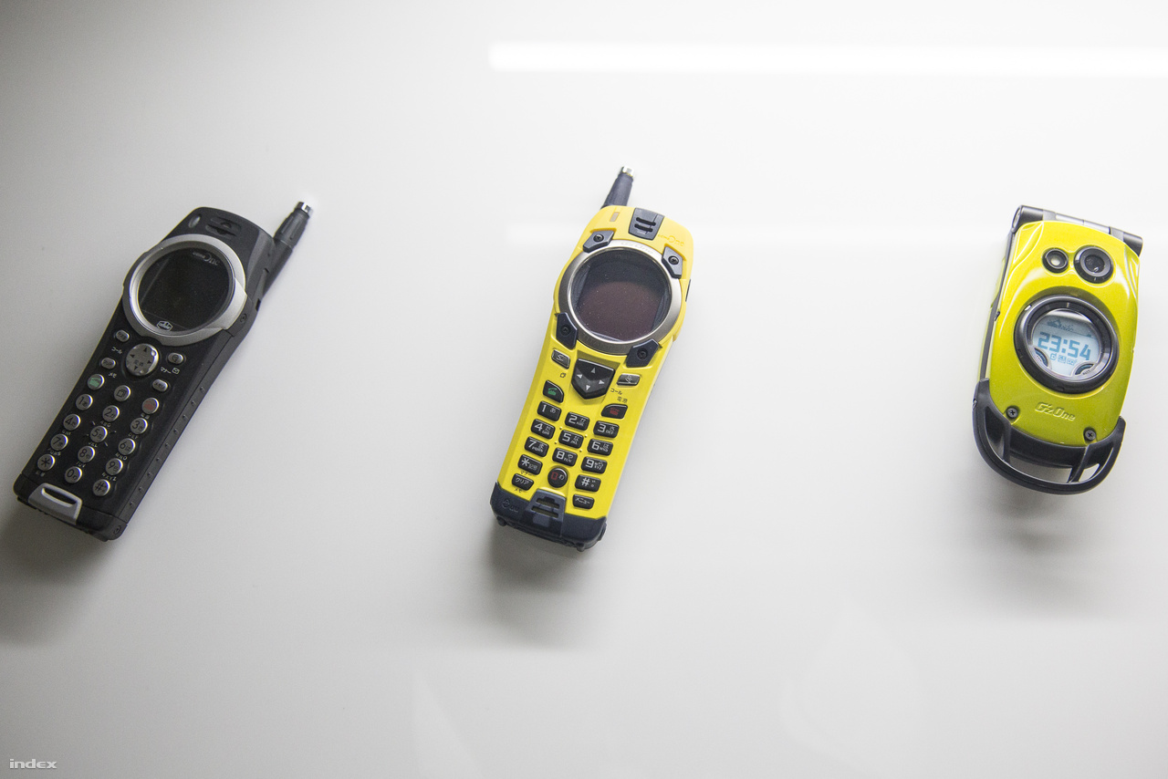 Nemcsak a G-Shock karórák, de a GZ-One mobiltelefonok is meglehetősen strapabíró termékek voltak a kétezres évek elején.