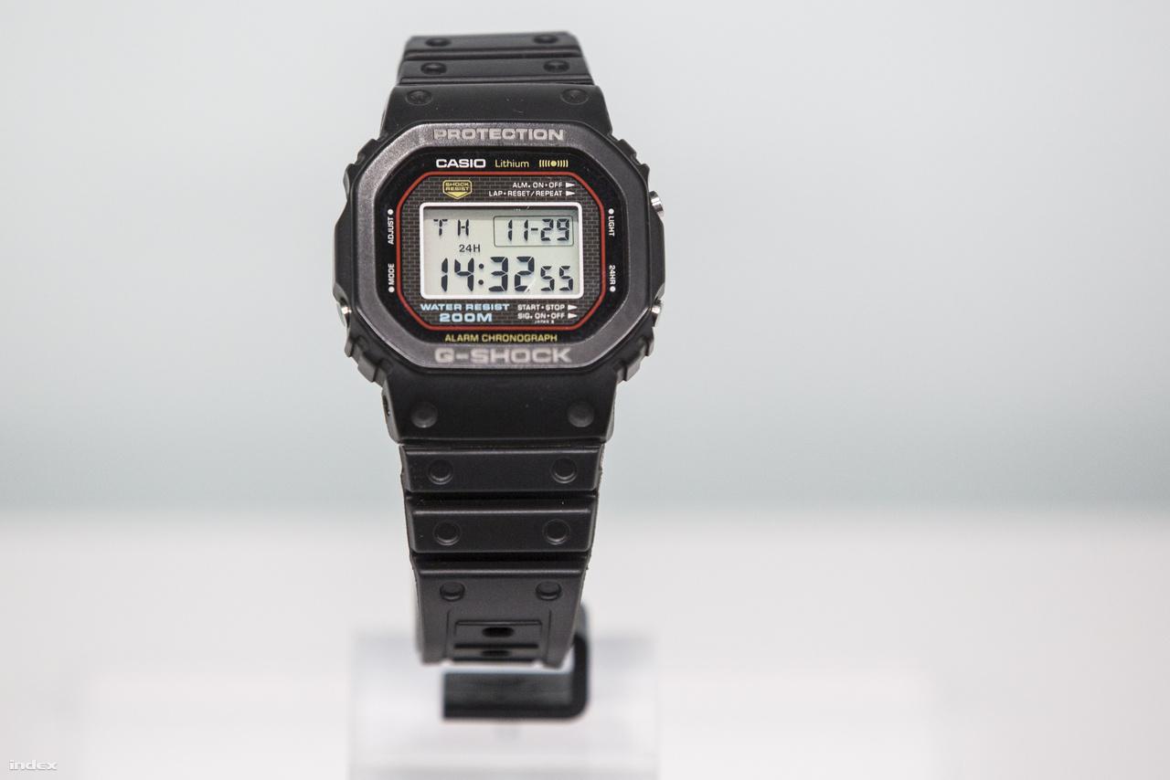 1983: az első Casio G-Shock karóra, a DW 5000C, a világ első igazán strapabíró kvarcórája.
