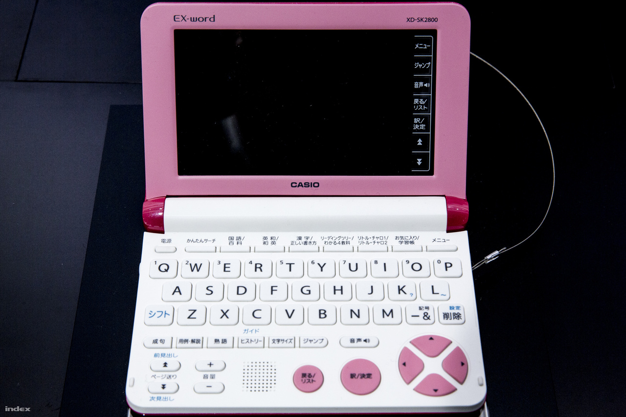 A 2012-ben megjelentetett Casio EX-Word (XD-SK2800) készüléket általános iskolásokra szabták, matematikához, nyelvtanuláshoz, iskolai feladatokhoz ideális, színes érintőkijelzős gyereklaptop.
