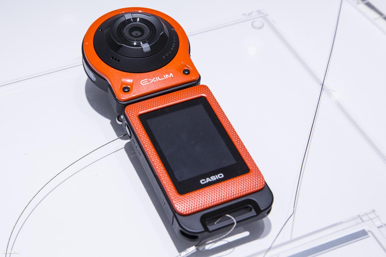A 2015-ös CES-re többek között az Exilim FR-10 digitális kamerát vitte a Casio. A 16 megapixeles kamera szétszedhető, külön is használható kamerafejből és vezérlő/kijelzőből áll.