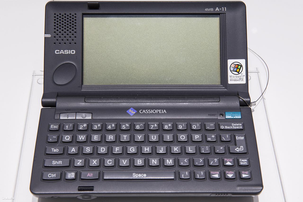 CASSIOPEIA (A-10/11). A Casio kis kézi számítógépét 1996 novemberében mutatták be, a főként Észak-Amerikában forgalmazott készüléken Windows CE operációs rendszer dolgozott.