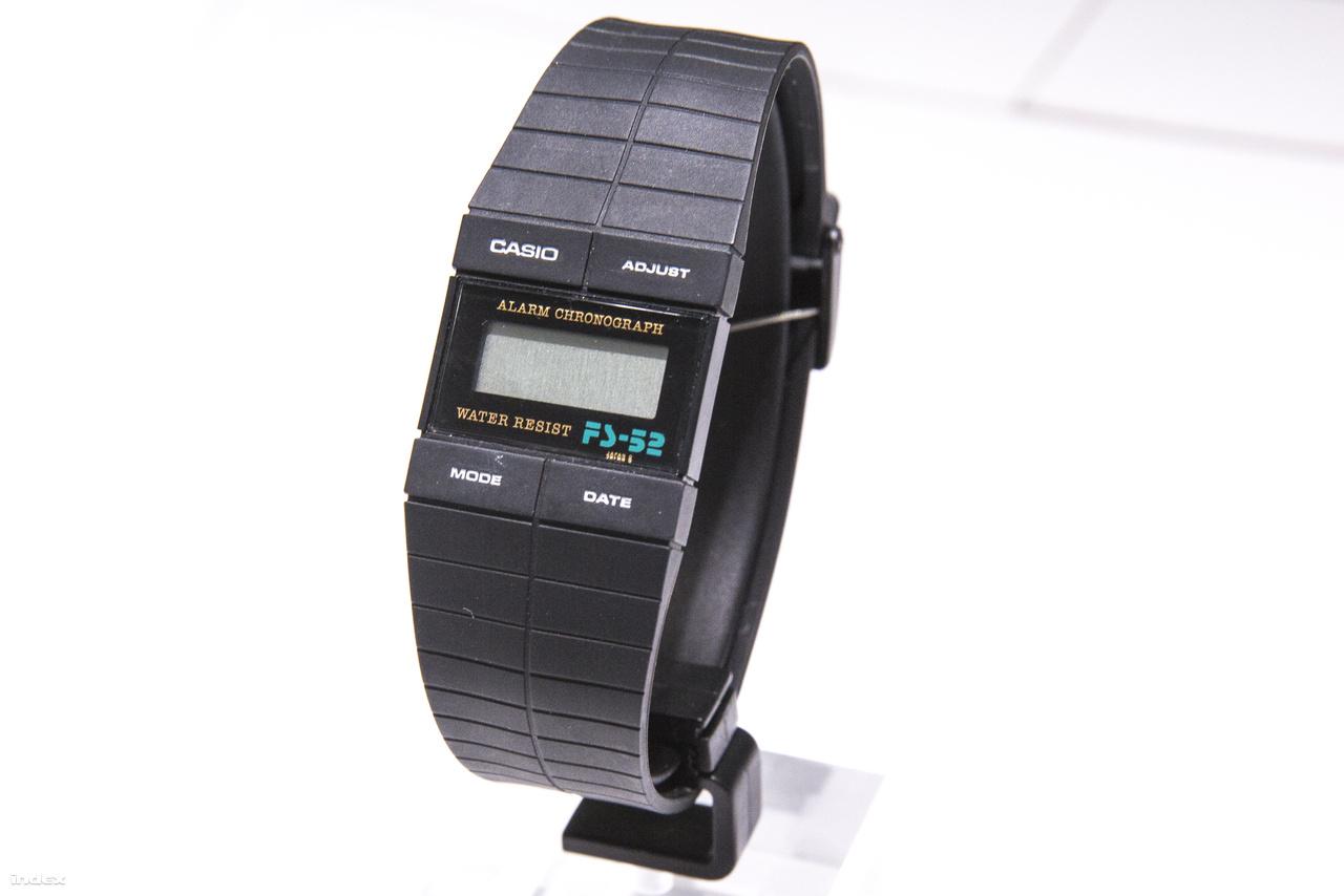 1983: vékony, vízálló ébresztős digitális karóra, a Casio FS-52.