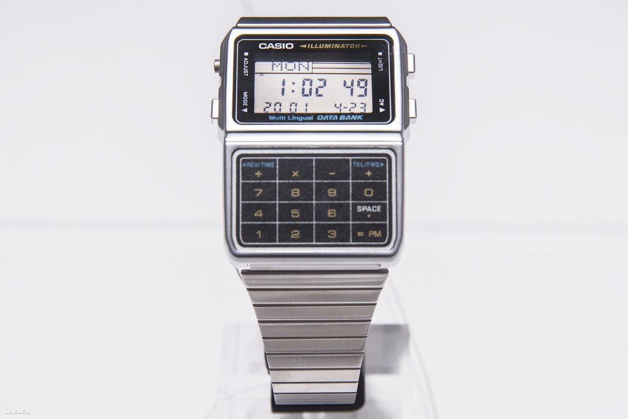 1984: DBC-611 Casio Illuminator. Számológép és telefonkönyv, valamint több nyelvű adatbank egy digitális kvarcórában.