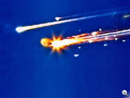 A katasztrófa - akárcsak a Challenger esetében - élő egyenes adásban következett be.