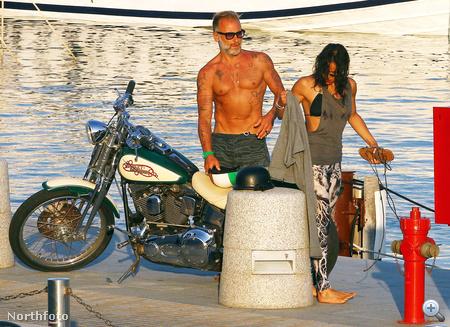 Michelle Rodriguez, Gianluca Vacchi és egy motor