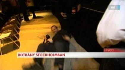 A svéd szervező addig vakuzott az MTV kamerájába, amíg elesett