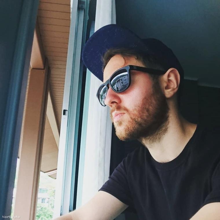 Ezen a képen egy 27 éves brit fiatalember látható, Matt Hess