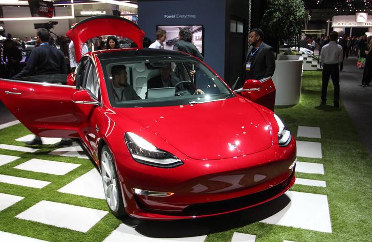 Tele vannak már az utak a Model 3-mal, mégis ez volt az egyik legtöbbször ülőpróbázott autó a szalonon