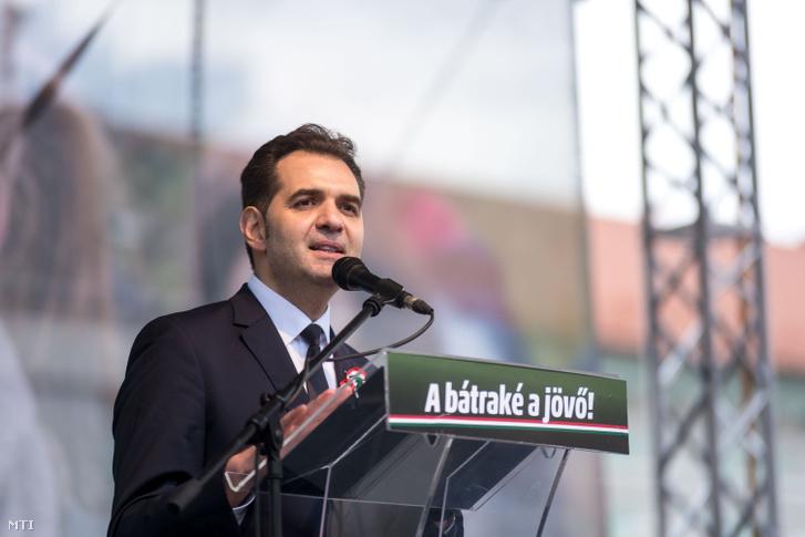 Antal Árpád polgármester beszédet mond Sepsiszentgyörgyön 2018. március 15-én.