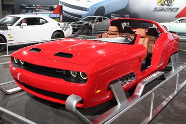A Dodge csinált egy szánt a Mikulásnak Challenger SRT-ből