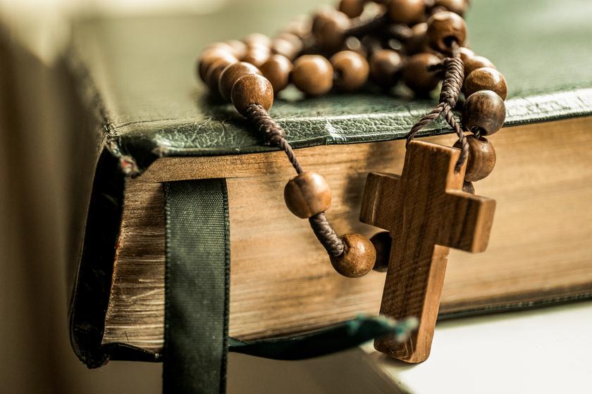 biblia szentírás könyv vallás (1)