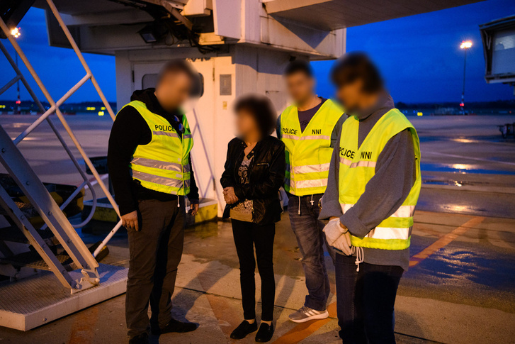 Sz. Gábornét a svájci hatóságok nemzetközi elfogatóparancs alapján 2018. április 27-én fogták el Svájcban. Átadására 2018. szeptember 4-én Zürichben került sor.