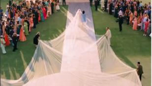 Egészen lehengerlő látvány Priyanka Chopra 22 méter hosszú (!) esküvői fátyla