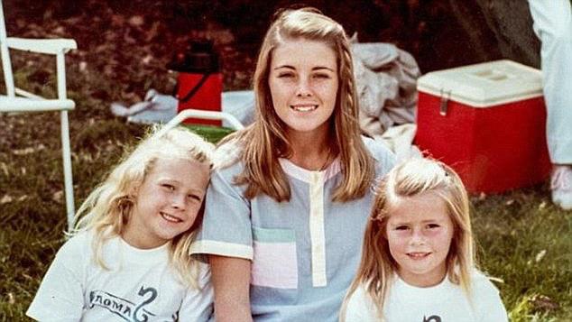 1980-ban Chris viszonyt kezdett Joanne Curtisszel, az akkor 16 éves diákjával, röviddel azután pedig bemutatta családjának mint új bébiszittert.