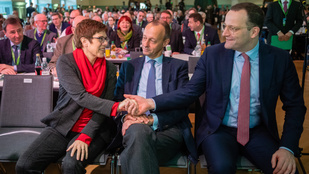Merkel helyét a favoritja vagy régi ellenfele veheti át