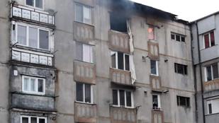 Integetett családjának, majd levetette magát a lakását felrobbantó katona Besztercén