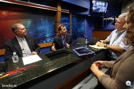 A NASA jövőbeni terveiről beszélgettek a sajtótájékoztató végén a tudósítókkal.