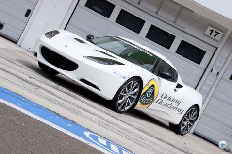 Innen van benne egy kis Ferrari, de kevésbé agresszív