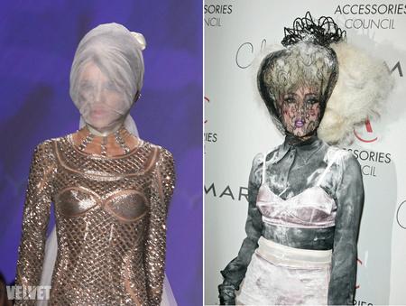Daphne Guinness balról, Lady Gaga jobbról
